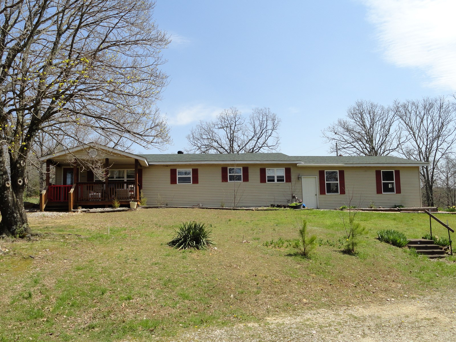 3 Bedroom Country Home on 2.49 acres!