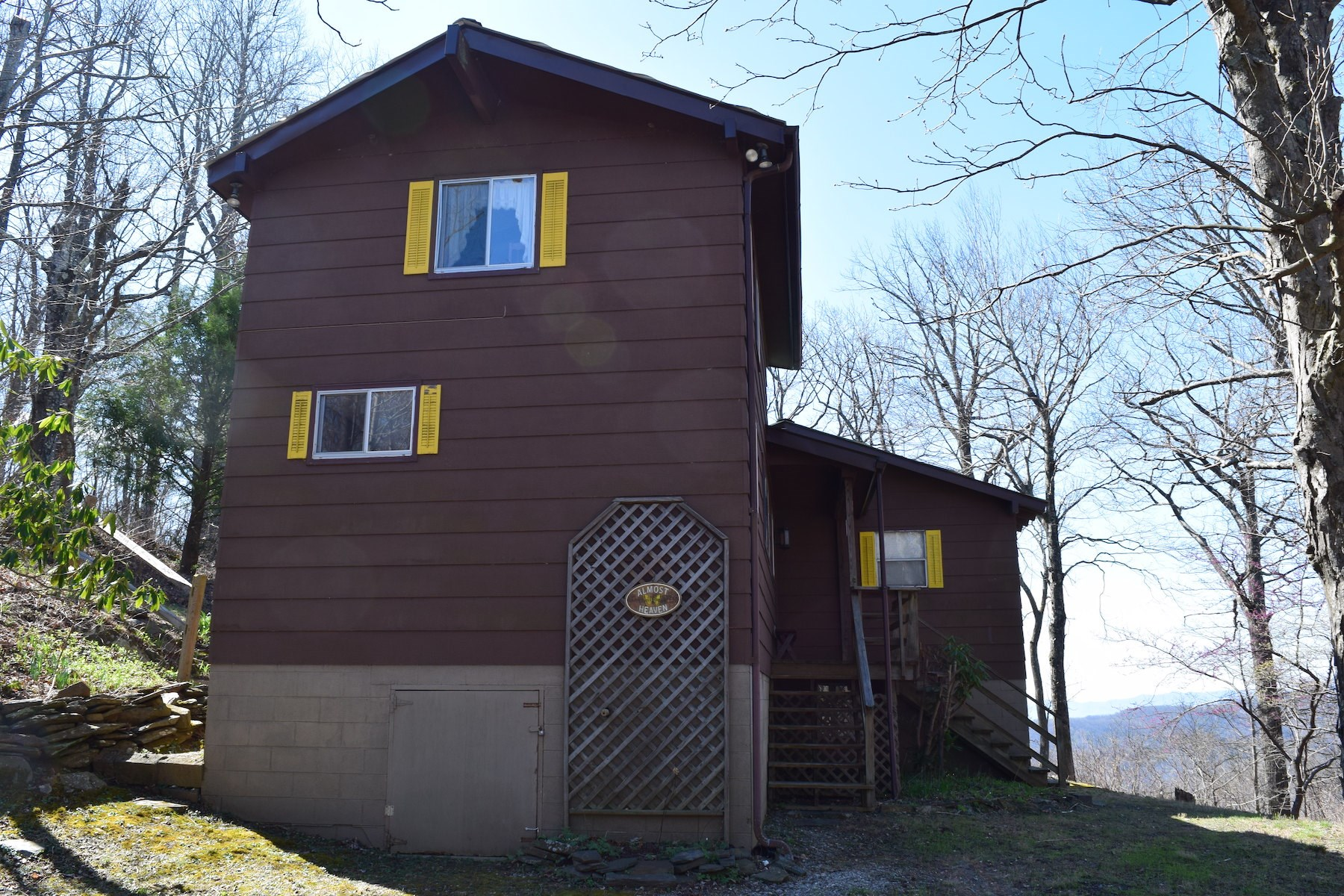 Beautiful Mountain Home with Views for Sale in Floyd VA!