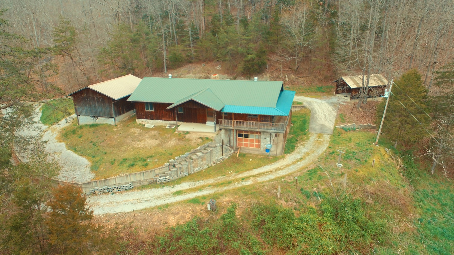 SECLUDED COUNTRY HOME W/ 177+/- ACRES-PONDS-BARNS-LIBERTY KY