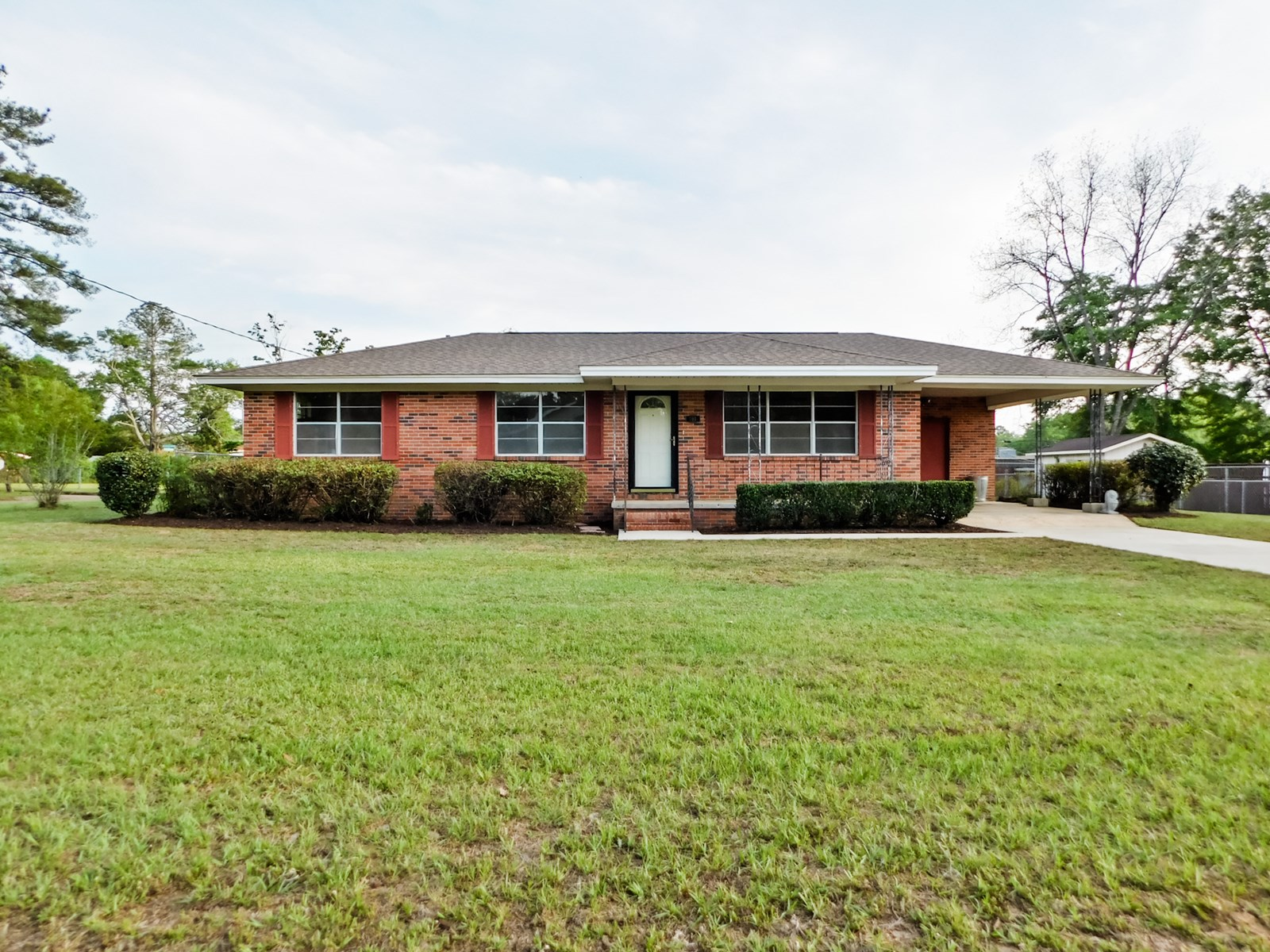 Small Family Home for Sale in Town Geneva, Alabama