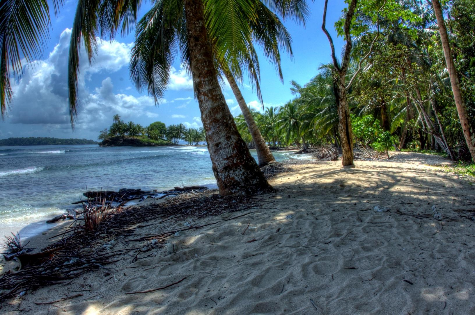 Titled beachfront lot, Isla Carenero, Bocas del Toro, Panama