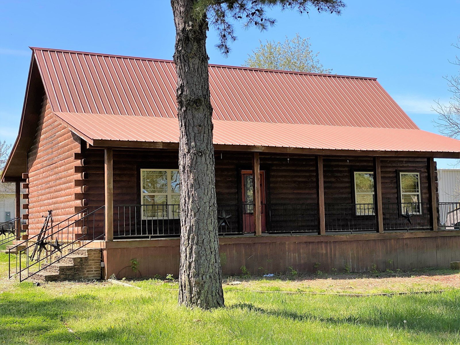 3 BEDROOM 2 BATH LOG HOME LOCATED IN MELBOURNE, ARKANSAS