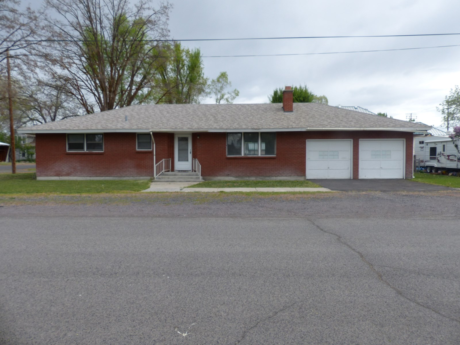 COMFORTABLE BRICK HOME ON NICE CORNER LOT IN BURNS OR