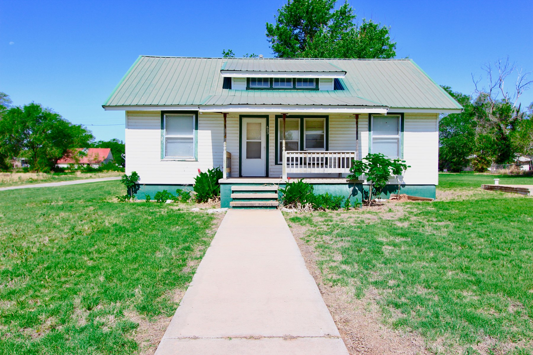 MOVE IN READY 3 BEDROOM, 2 BATH HOME in Erick, OK