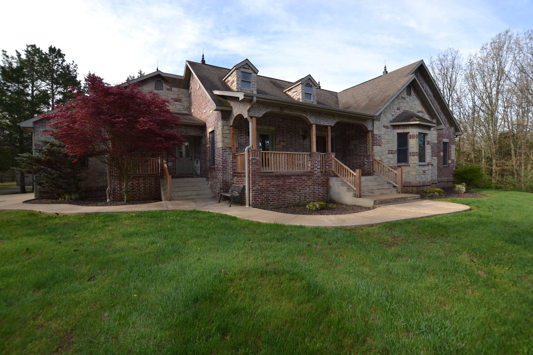 Custom Home and Land for Sale in South Central Missouri