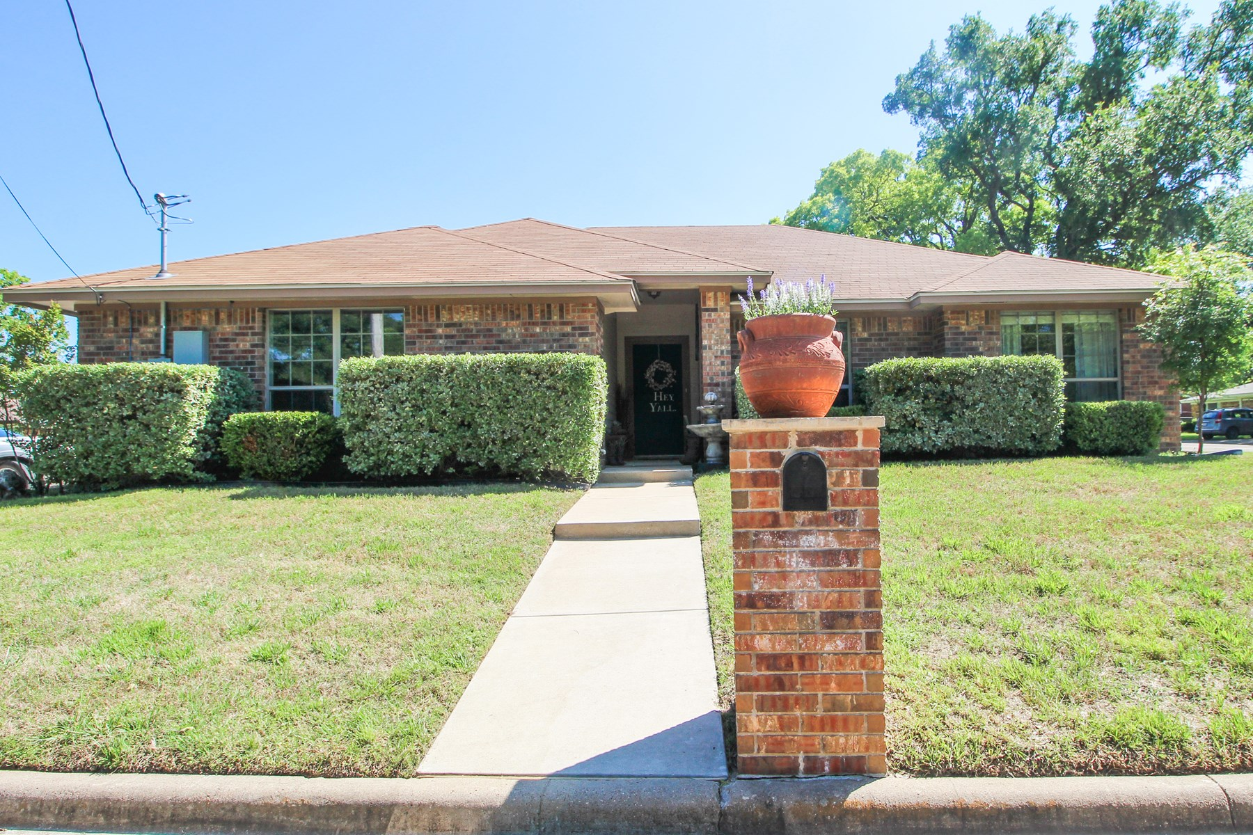 Custom Home with Large Yard on Wren Dr in Gatesville, Texas