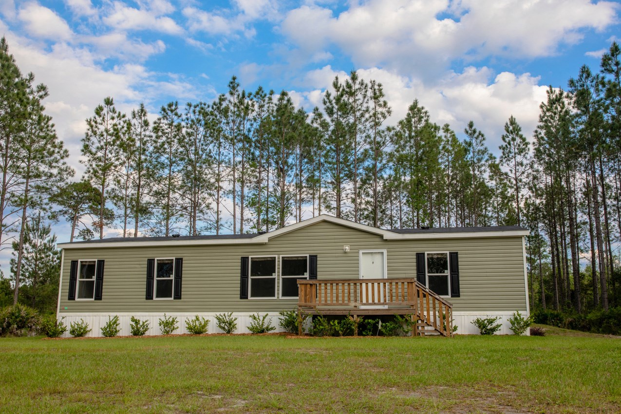 NEW 3BR/2BA MODEL HOME WITH POND IN LAKE CITY, FL