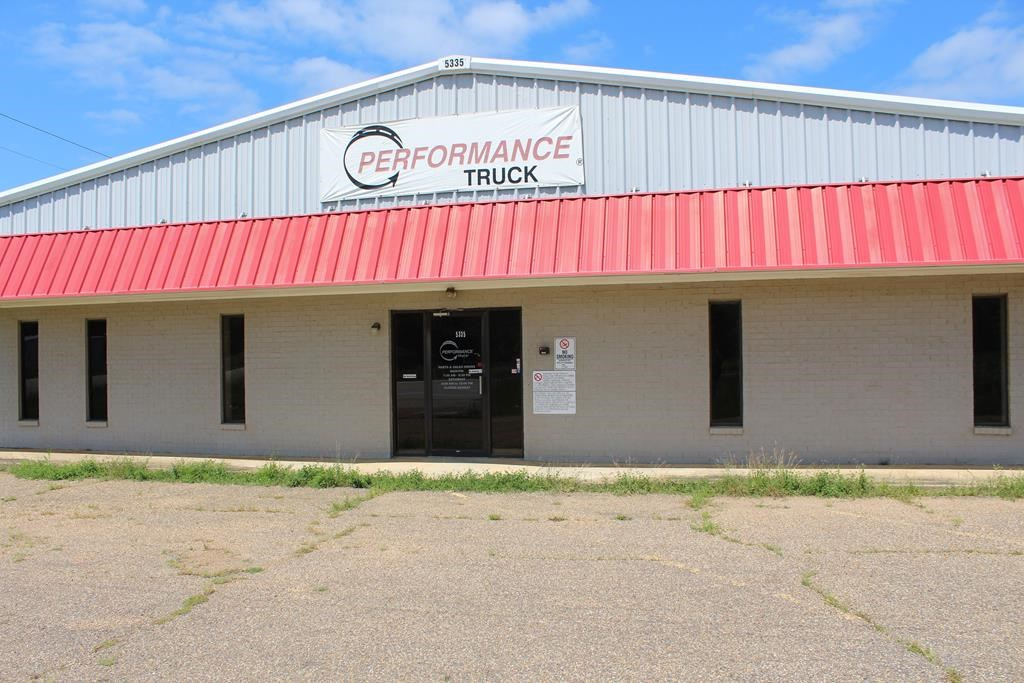 INDUSTRIAL/OFFICE SPACE FOR SALE IN PALESTINE, TEXAS