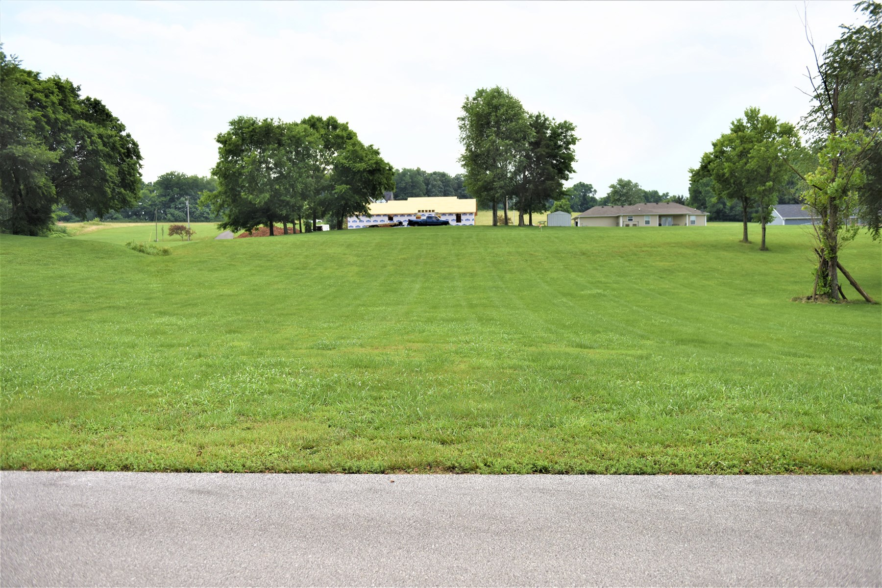 Beautiful Large Lot, Above Average Subdivision, Cave City KY