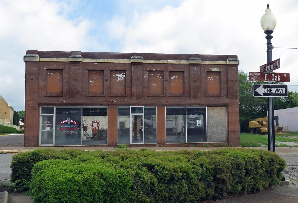 HISTORIC BUILDING FOR SALE IN DOWNTOWN PALESTINE