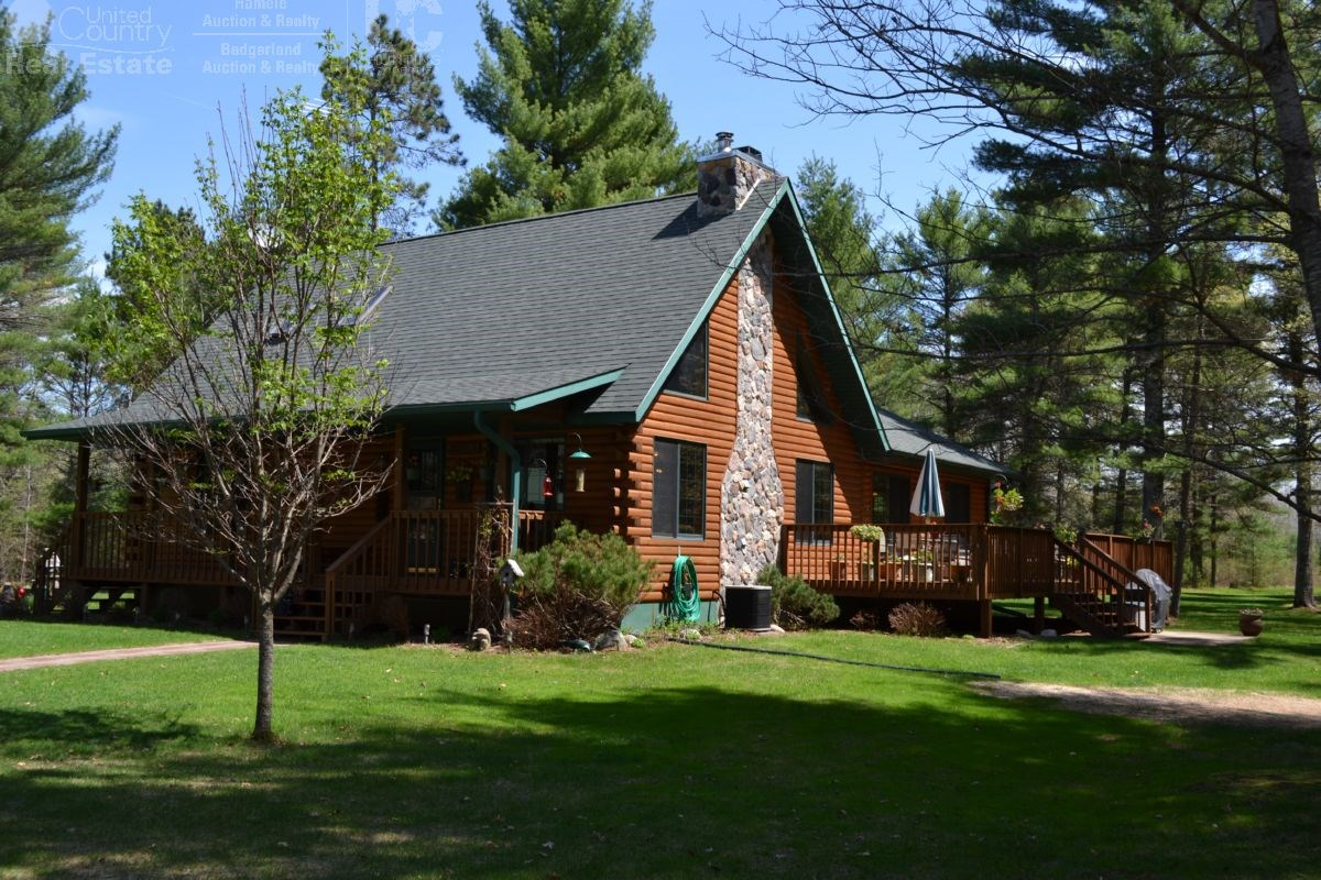 Recreation and hunting log home for sale near Lake Arbutus