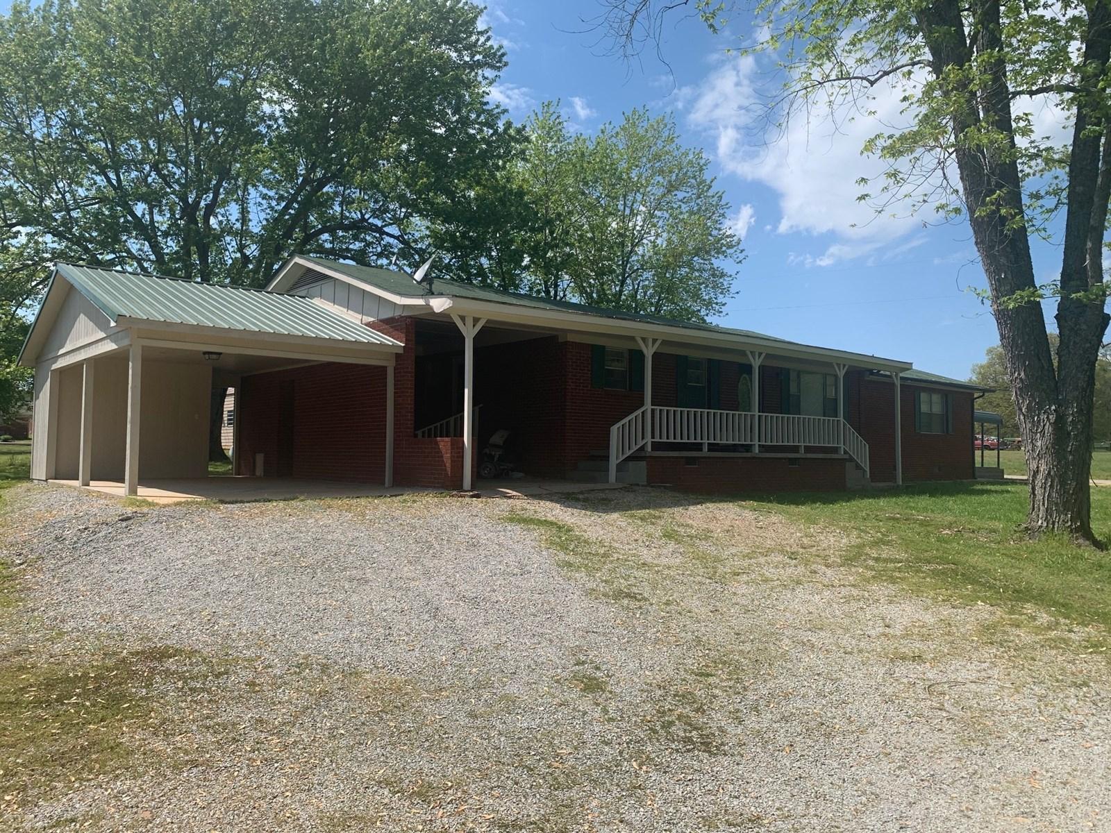Brick Home & Shop in Maynard Arkansas