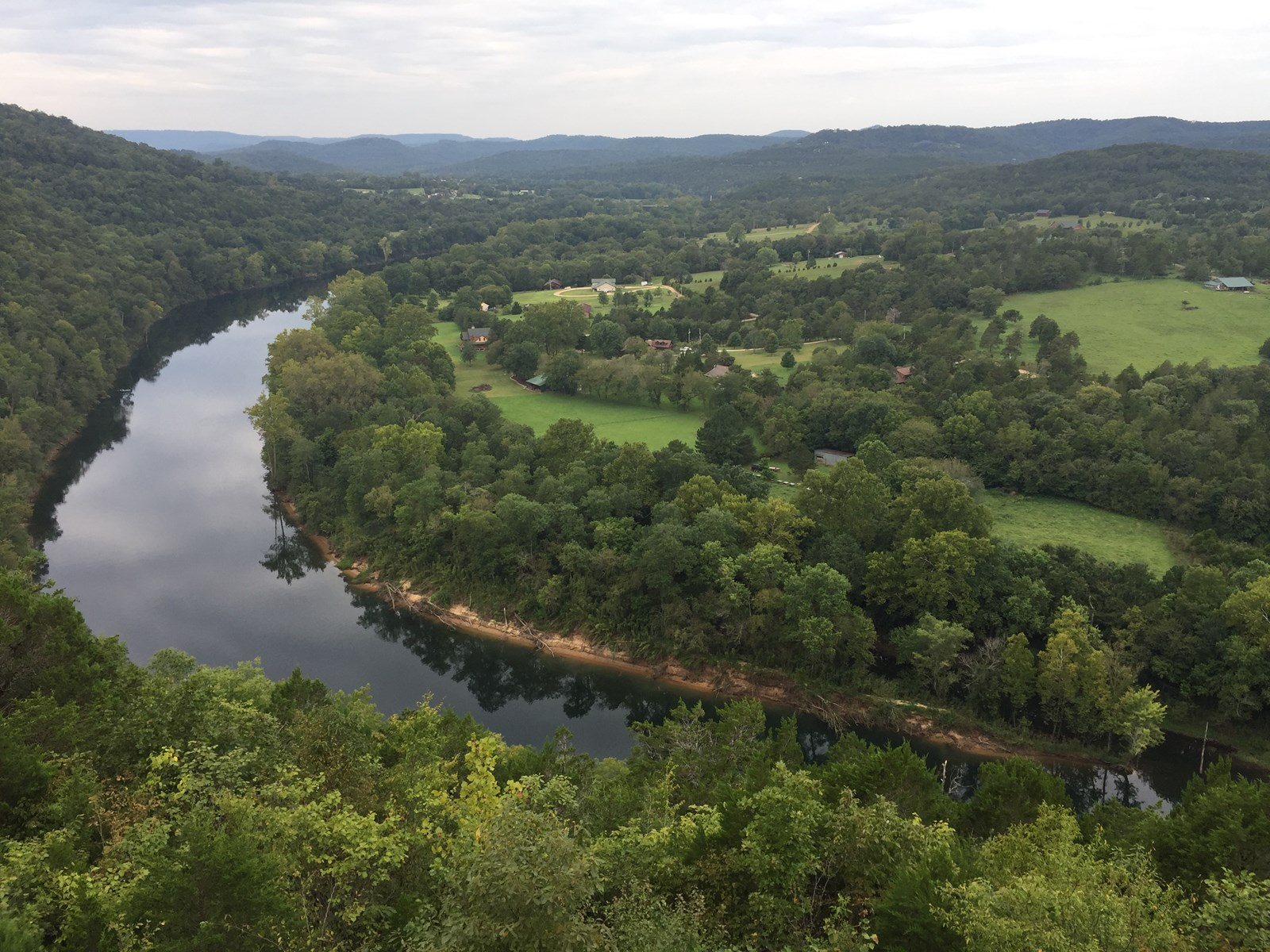 WHITE RIVER FRONT HOME EUREKA SPRINGS AR FOR SALE