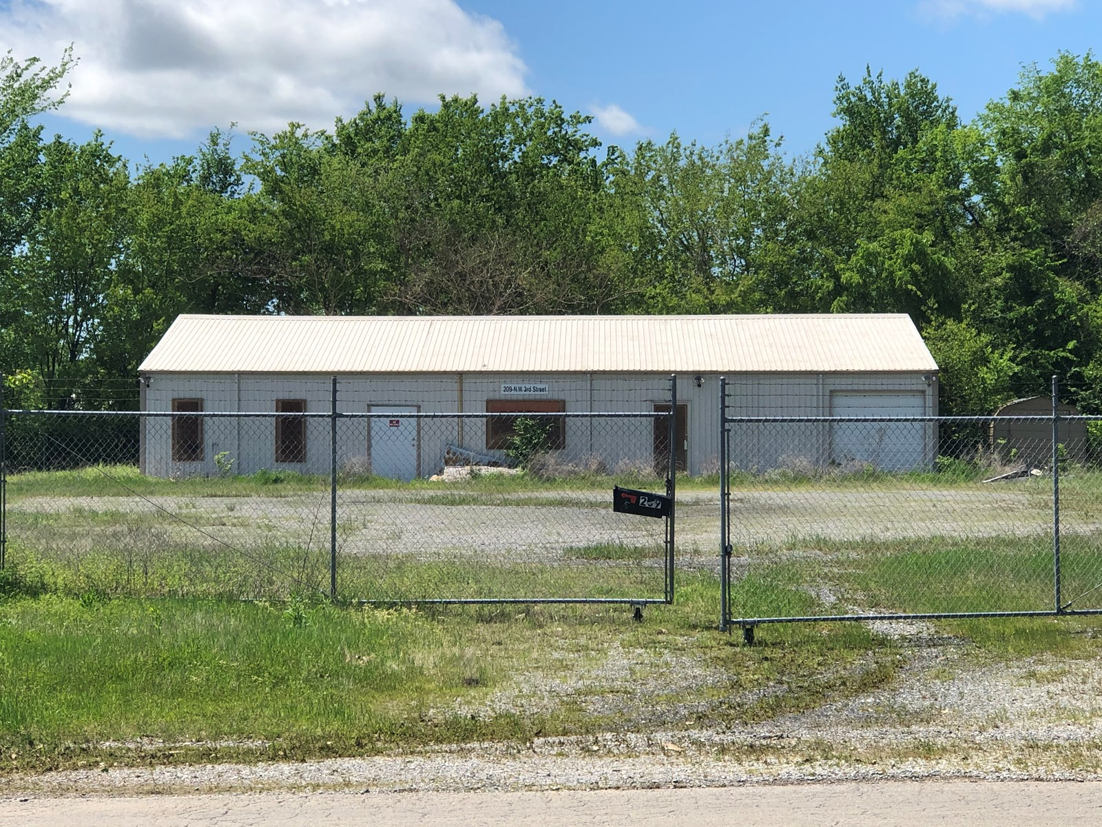Commercial Building on One Acre Lot