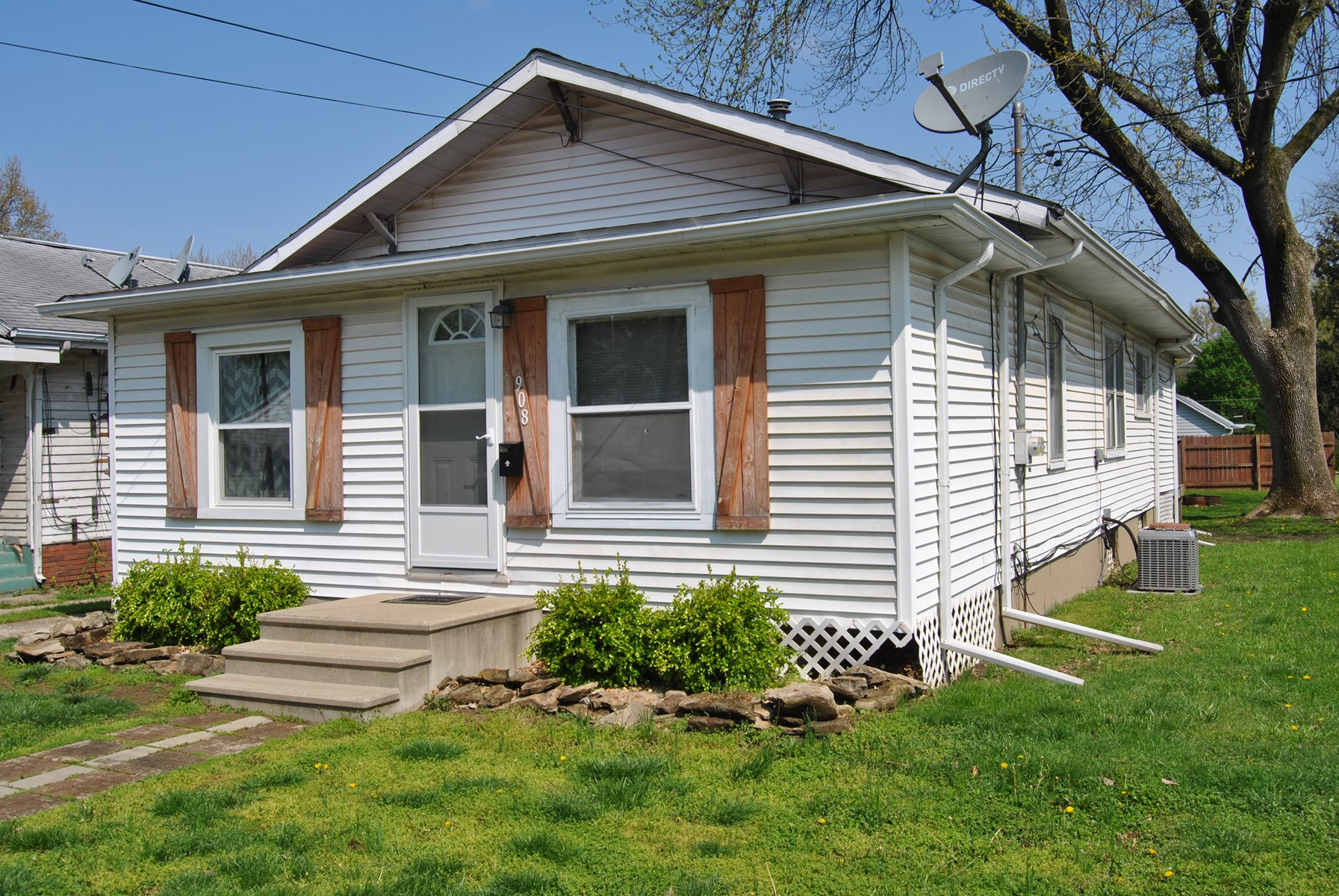 Recently Updated 2 Bedroom, 1 Bath Home, Robinson, IL