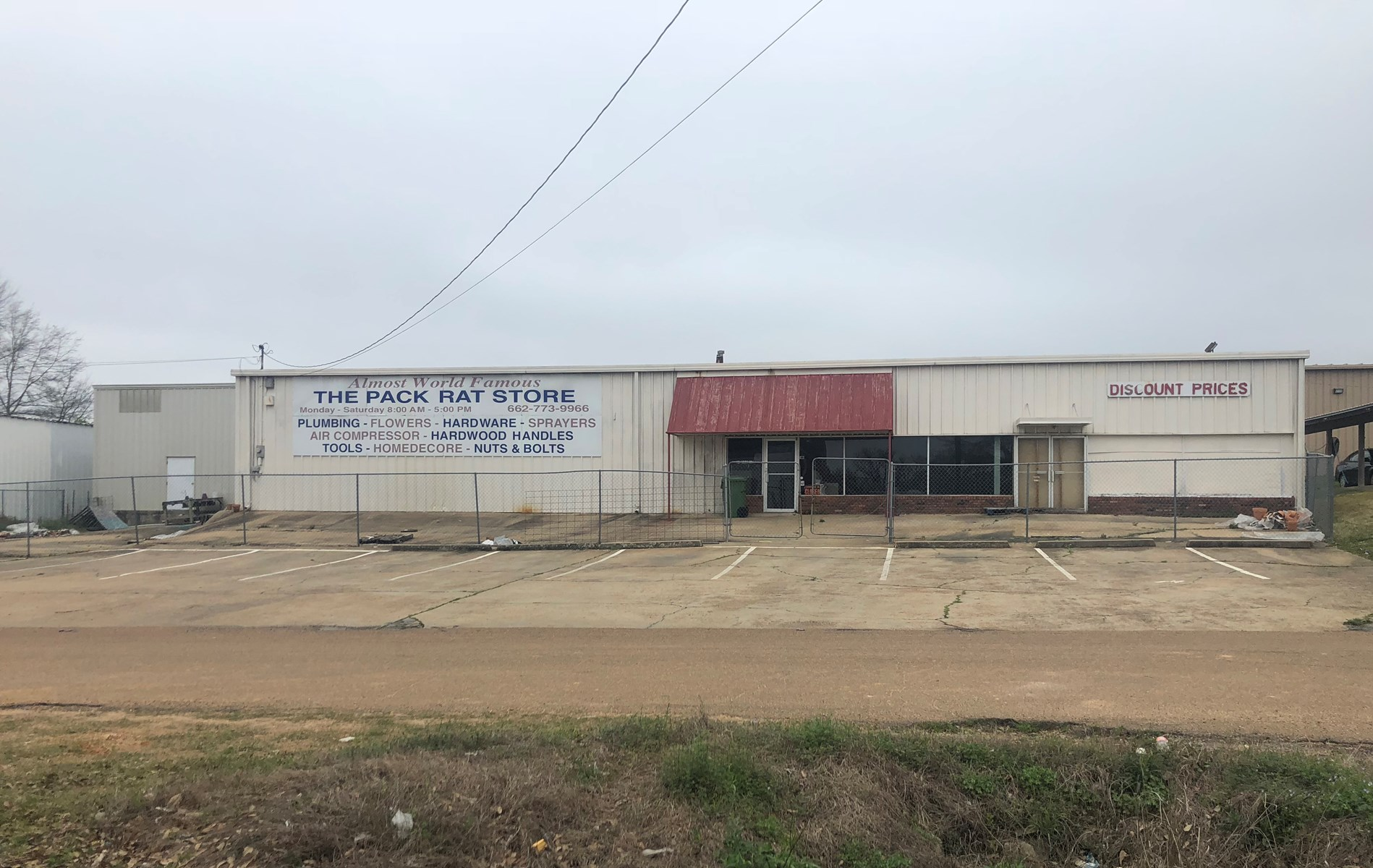 Commercial Building - 212 Fox St, Louisville, MS 39339
