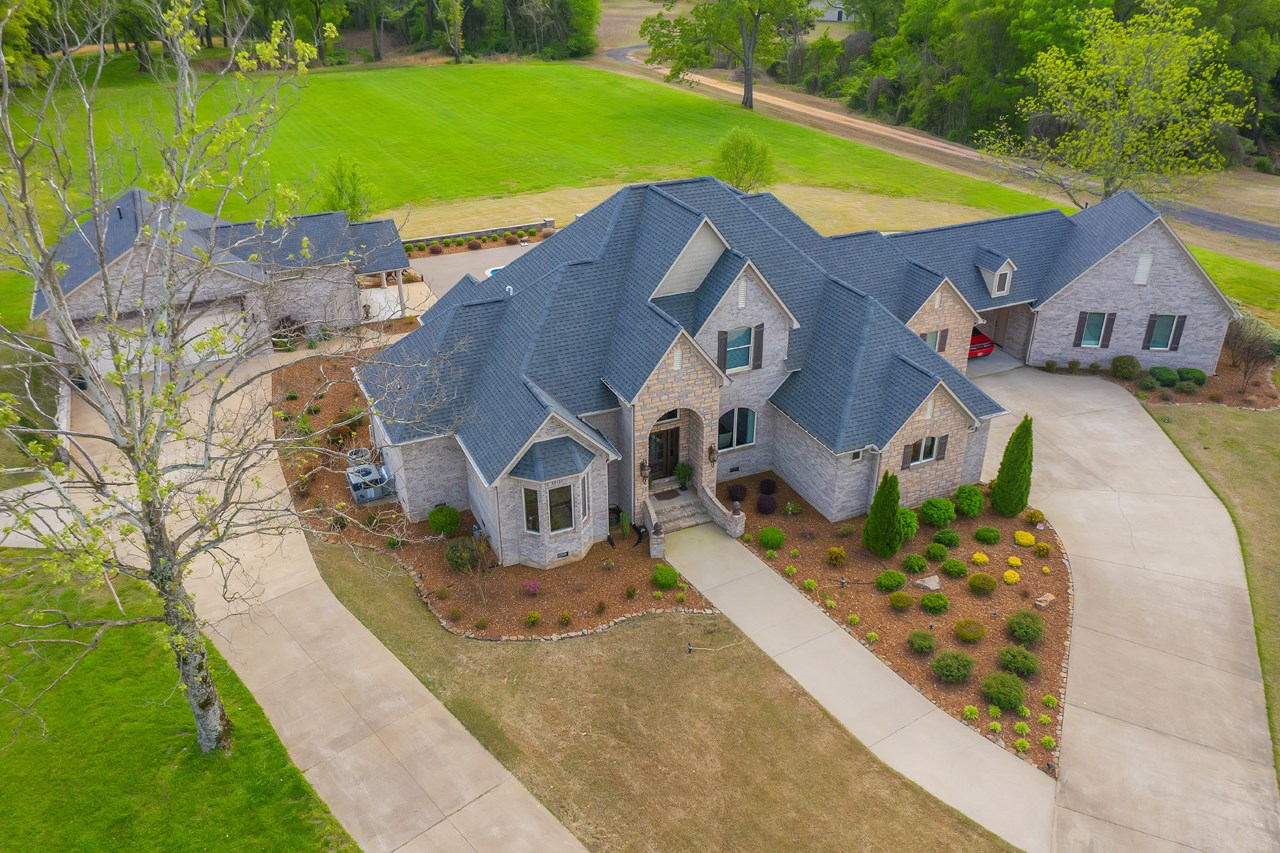Country Estate for Sale in Jackson TN, Barn, Big car garages