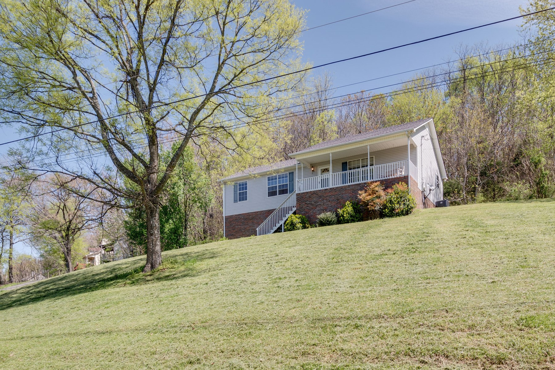Mount Pleasant, Tennessee Hilltop Home for Sale
