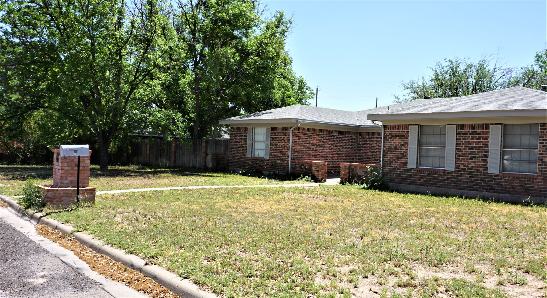 BRICK 4 BR 3 BA HOME - PRIME LOCATION - FORT STOCKTON, TX