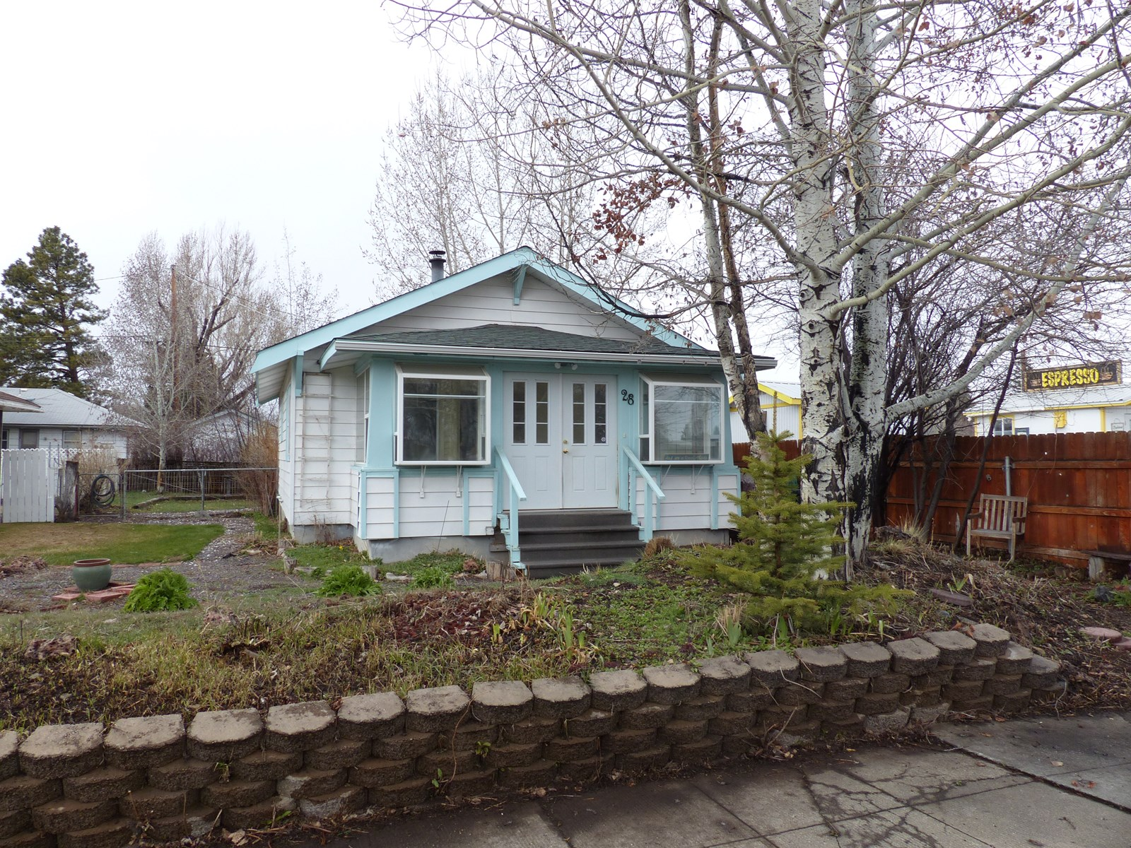 BUNGALOW FOR SALE IN BURNS OREGON - LOADS OF CHARM!