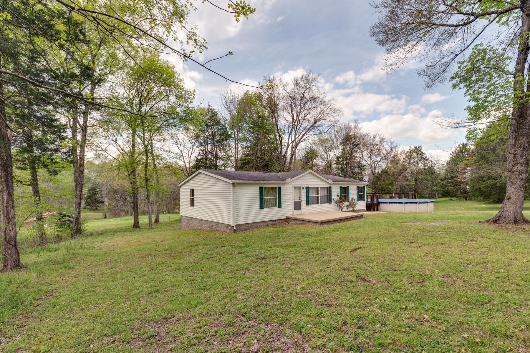 Manufactured Home for Sale on Acreage in Columbia, Tennessee