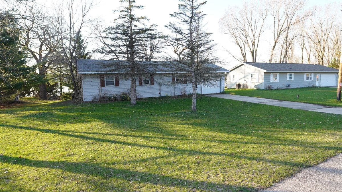 AFFORDABLE LAKE HOME PRICED TO MOVE Marquette County WI