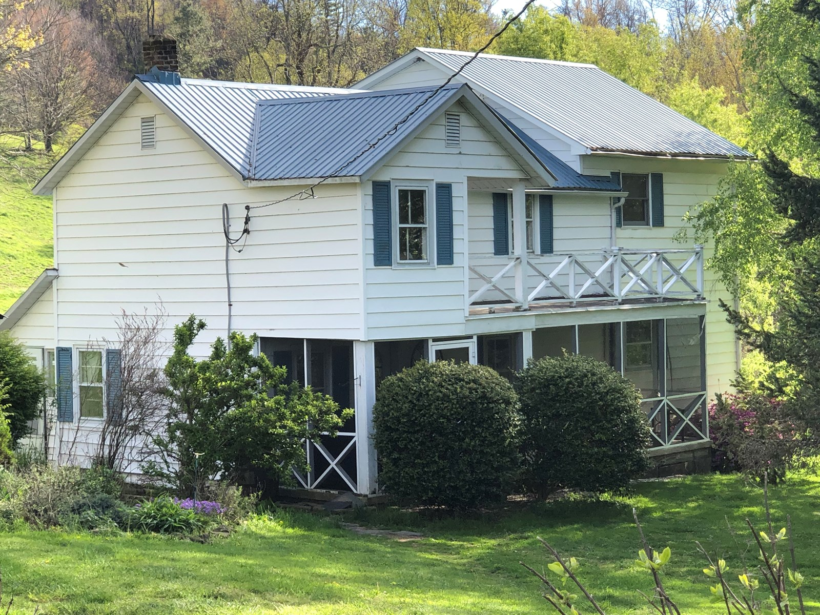 Farmhouse and Acreage for Sale in Floyd VA
