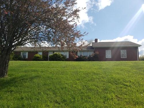 Brick Ranch Located In Grayson County