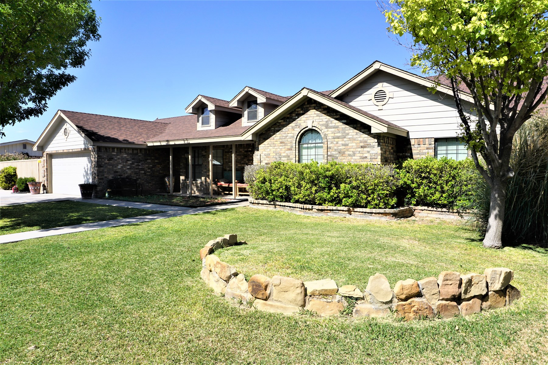 BRICK 4 BR 2 BA HOME FOR SALE IN FORT STOCKTON, TEXAS