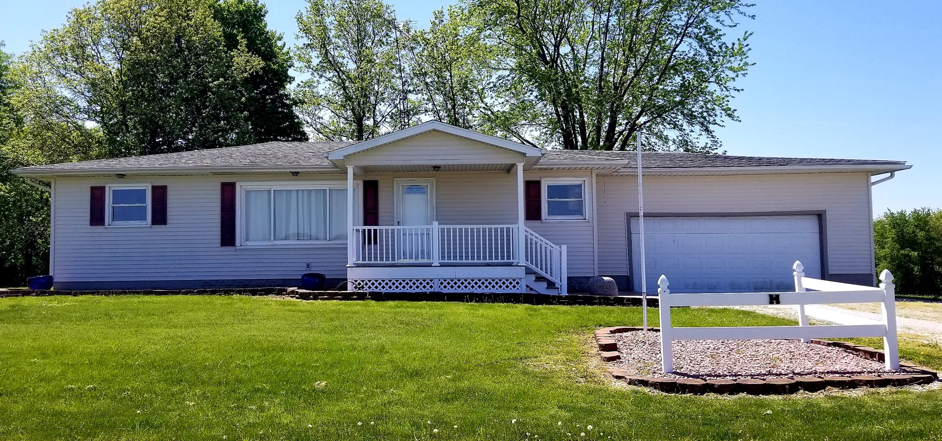 Carlinville Country 3 Bedroom 1 Bath 3-Car Garage 1 Ac Shed