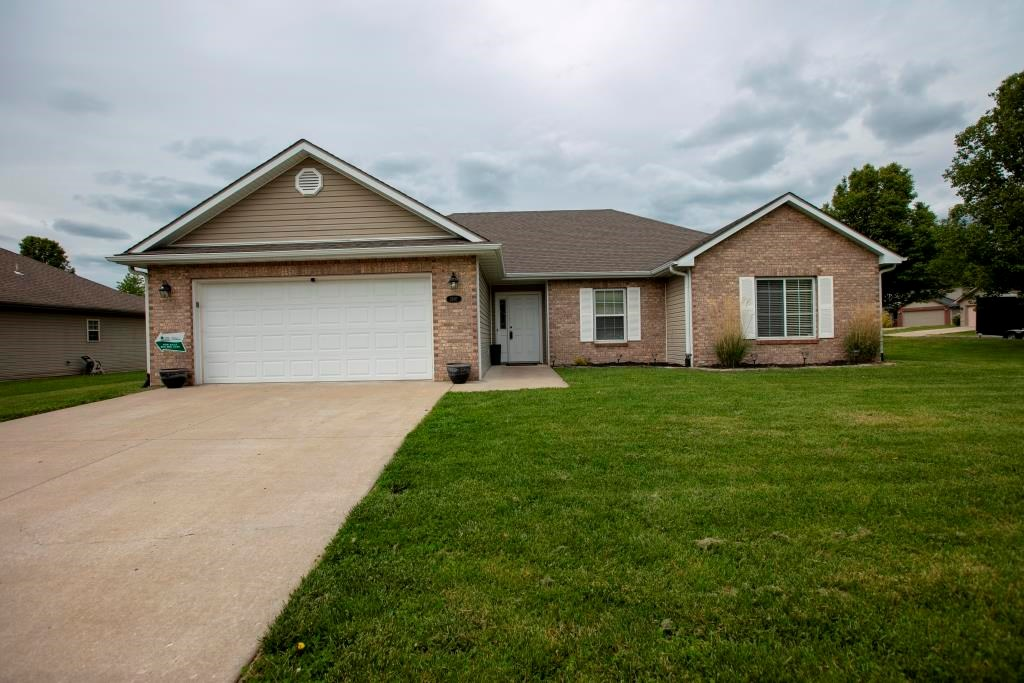 3 BR, 2 BA, 2 Car Garage Ranch Home in Columbia, MO for Sale