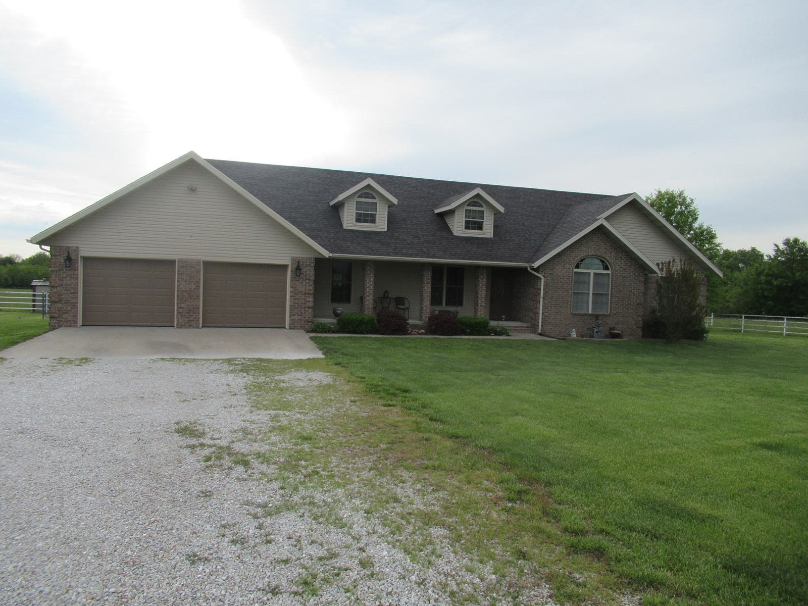 Country Home in Everton, Missouri For Sale