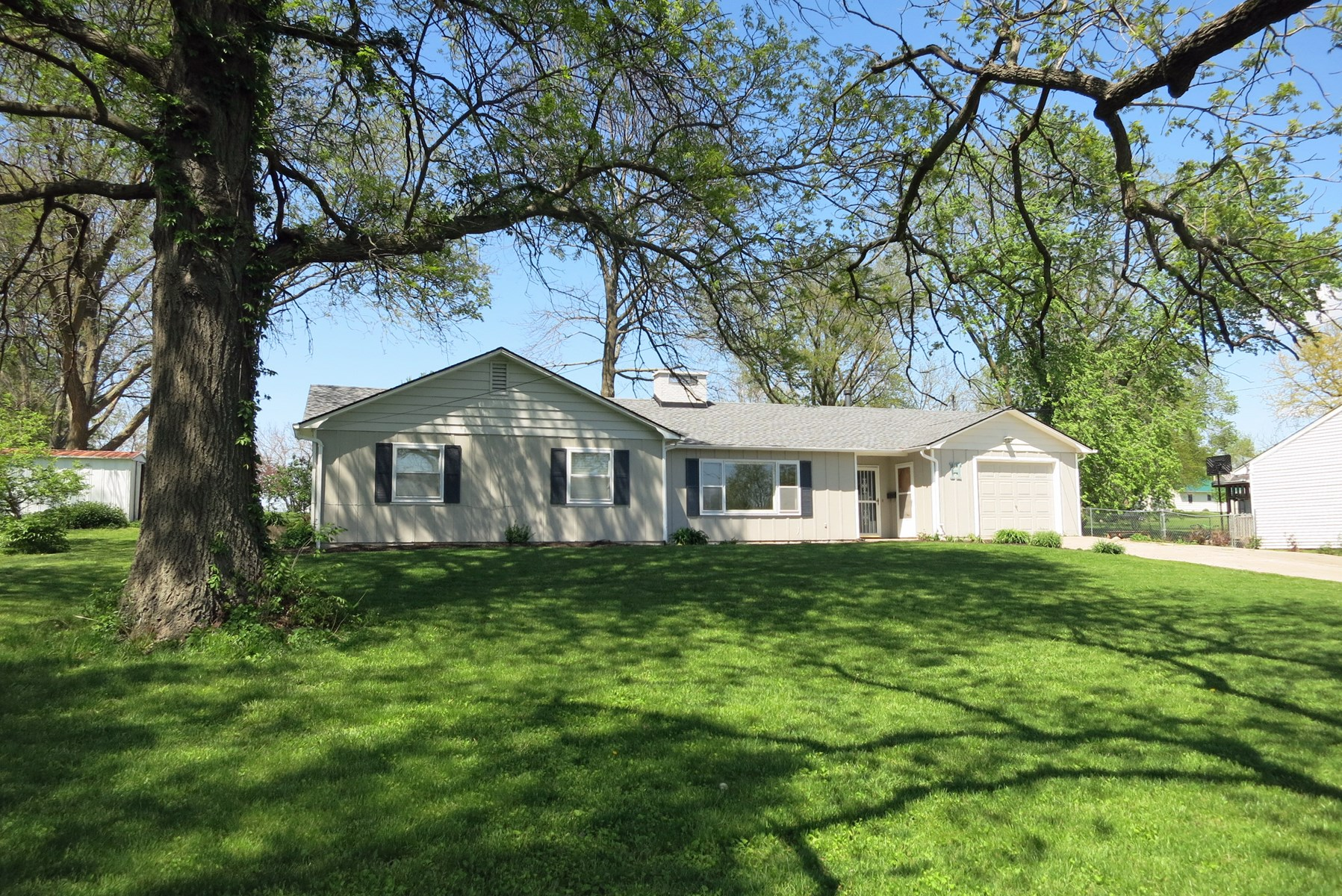 Nice 3 BR Ranch Home For Sale in Bethany