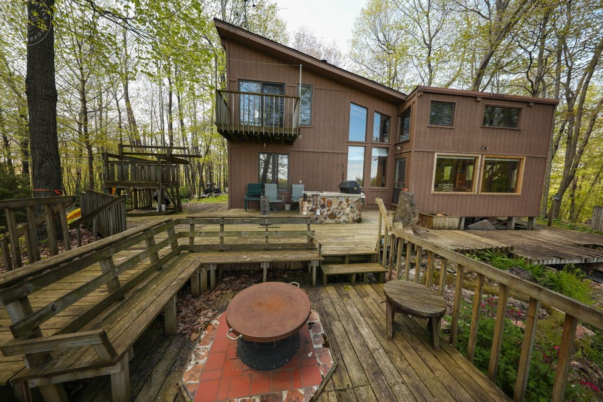 Secluded Cabin in the Woods For Sale in Crawford County, WI