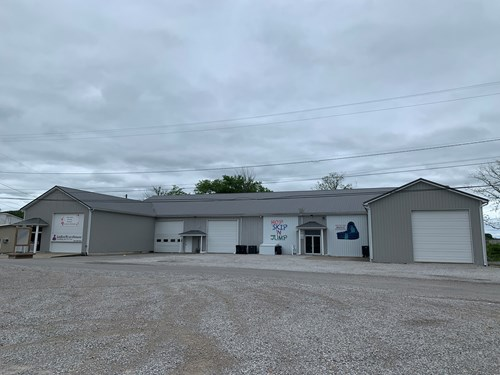 COMMERCIAL BUILDING - OVER 10,000 SQUARE FEET - LIBERTY KY.