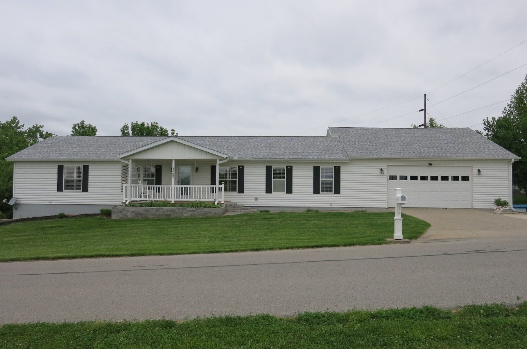 Bethany Missouri Ranch Home on Large Lot