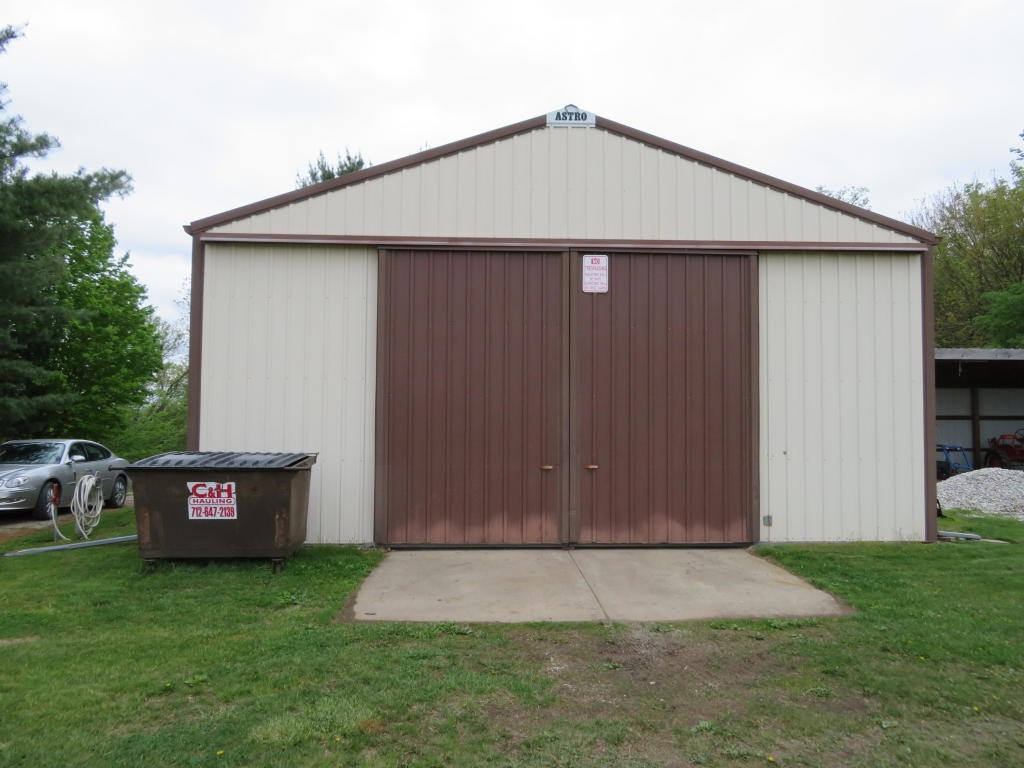 FARMGROUND FOR SALE IN MONDAMIN, IOWA