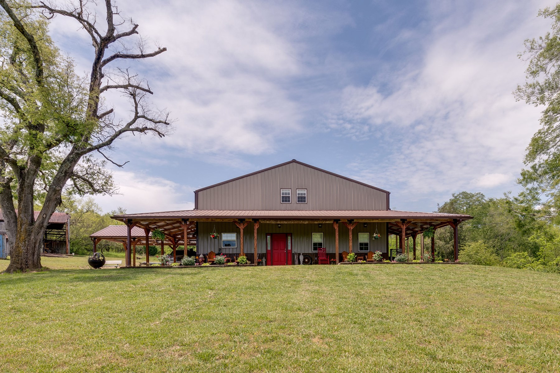 Home w/acreage for auction, in Mt. Pleasant, Tennessee