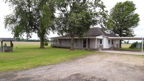 Country home for sale 3 bed 2 bath on the highway with shop
