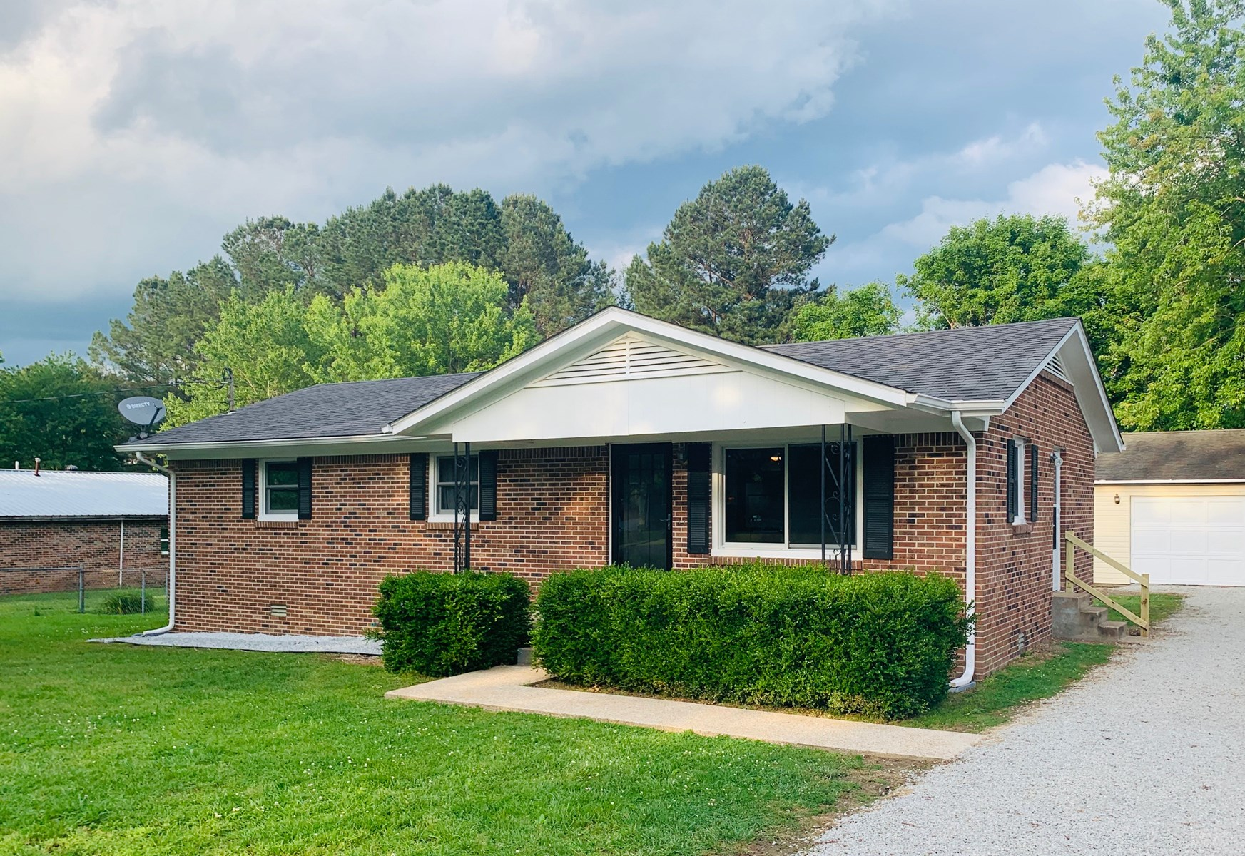 Home for Sale in Hohenwald, Tennessee