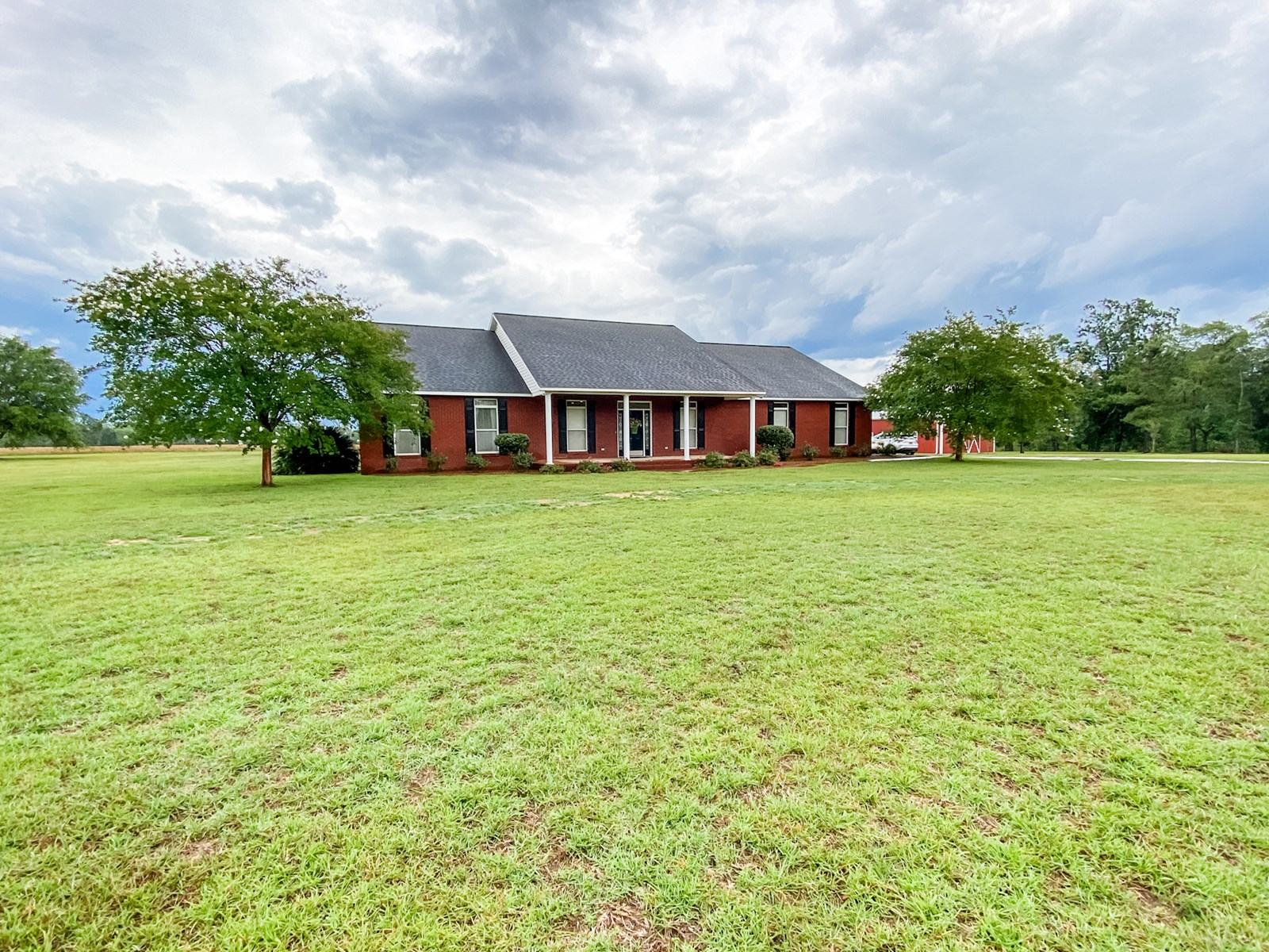 Home for Sale w/ Land & Barn in Country Geneva, Alabama