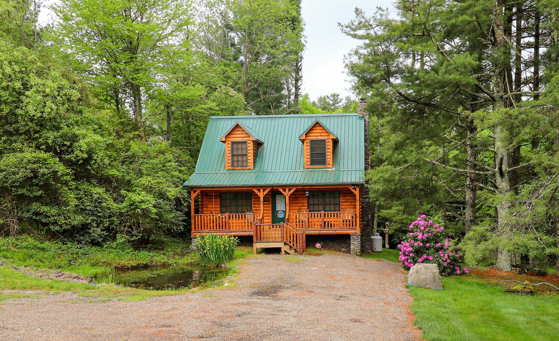 Stunning Cabin with Waterfall for Sale in Ennice NC!