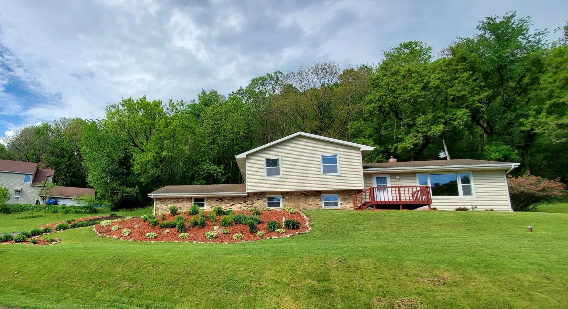 Country Home Minutes from La Crosse!