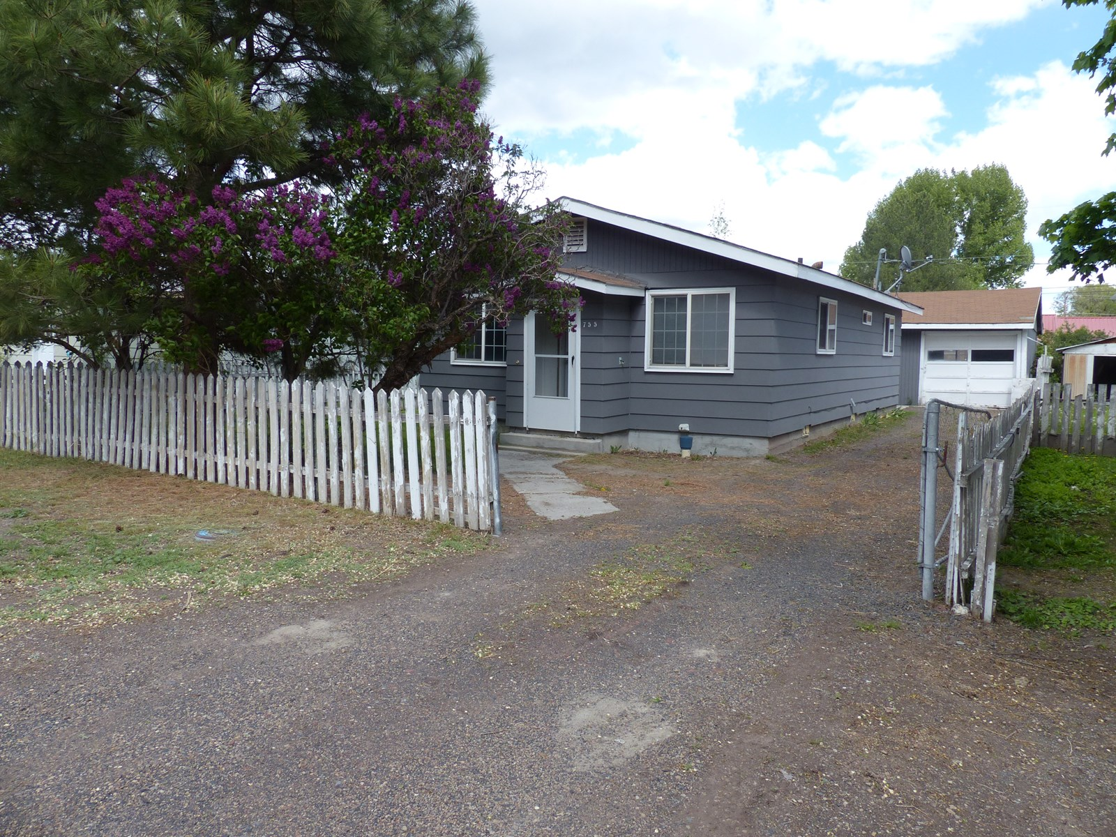 UPGRADED HOME IN BURNS FOR SALE - MOVE IN READY!