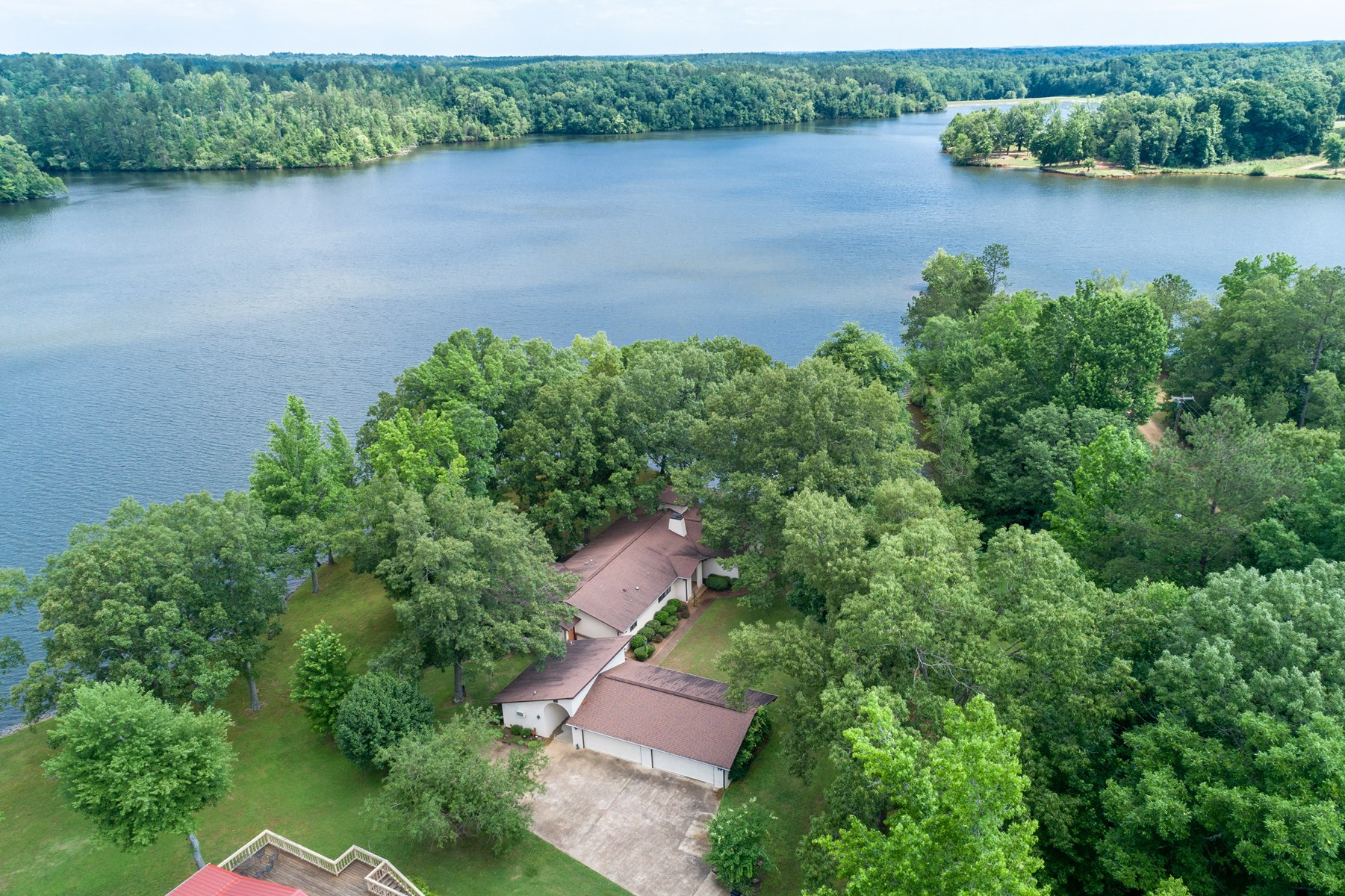 Waterfront Home For Sale On Pine Lake In Lexington, TN