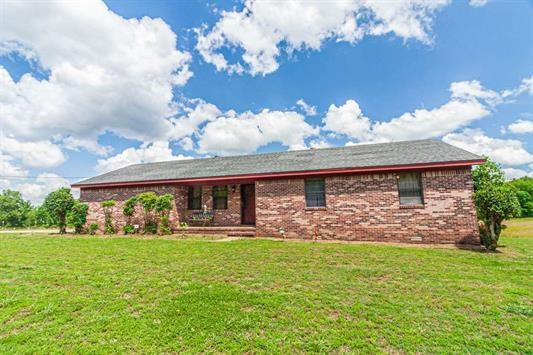 Ranch Brick on 16.29 Acres in McNairy County