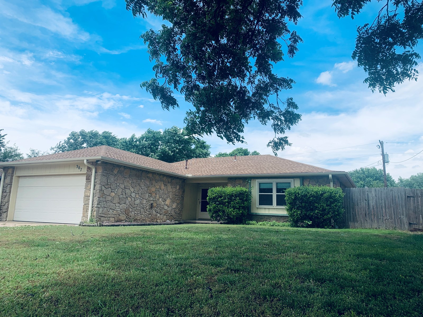 PONCA CITY, NORTH CENTRAL OKLA. WELL MAINTAINED HOME 4 SALE