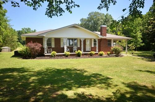 12 ACRES, House, Barn Hartselle Alabama
