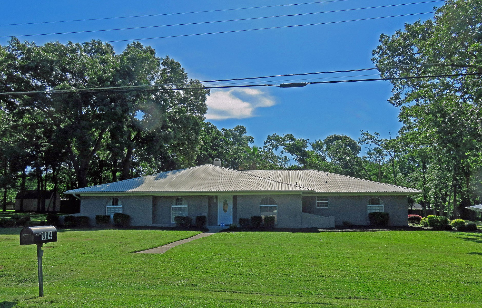 SPACIOUS UPDATED HOME FOR SALE IN EAST TEXAS WITH POOL
