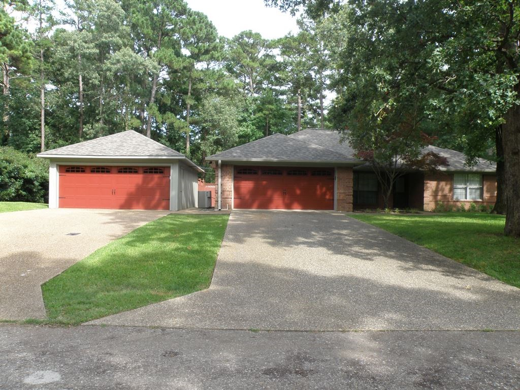 HOME FOR LEASE LAKEFRONT SUBDIVISION EAST TEXAS THE VILLAGES